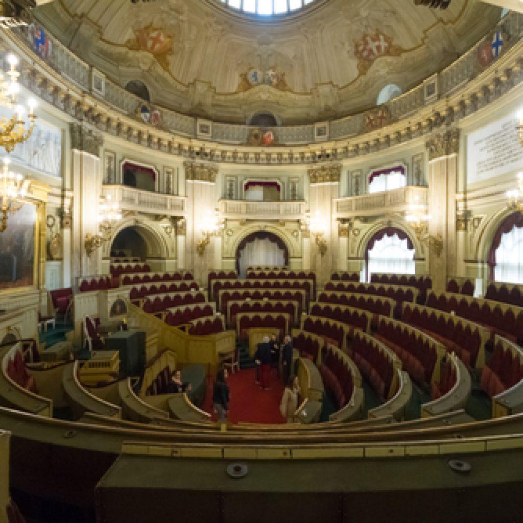 Palazzo carignano loca rooms b b torino for Dove ha sede il parlamento italiano